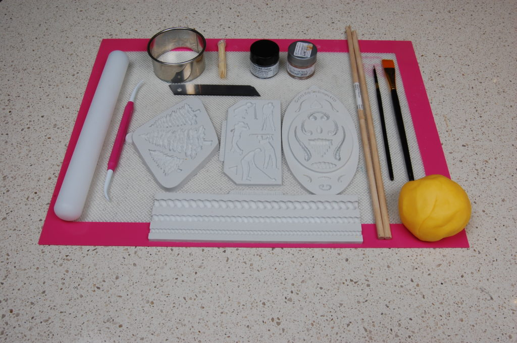 Tools for creating golf cupcake topper